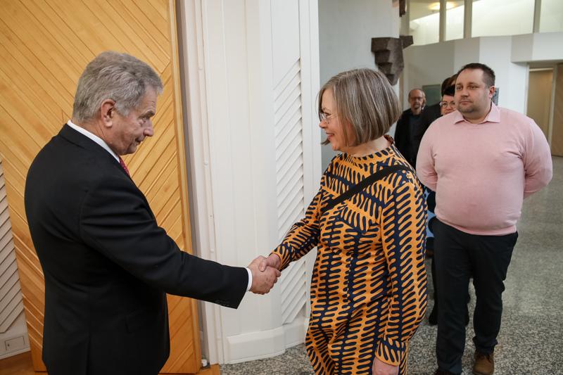 Tapaamiseen tasavallan presidentti Sauli Niinistön kanssa osallistui 41 suomalaista paikallislehden päätoimittajaa, muun muassa Katariina Anttila Haapavesi-lehdestä.