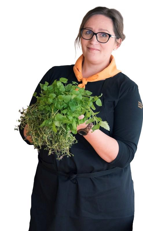 Keski-Pohjanmaan Maa- ja kotitalousnaisten ruoka- ja ravitsemusasiantuntija Niina Vihelä muistuttaa kasvisten tärkeydestä.