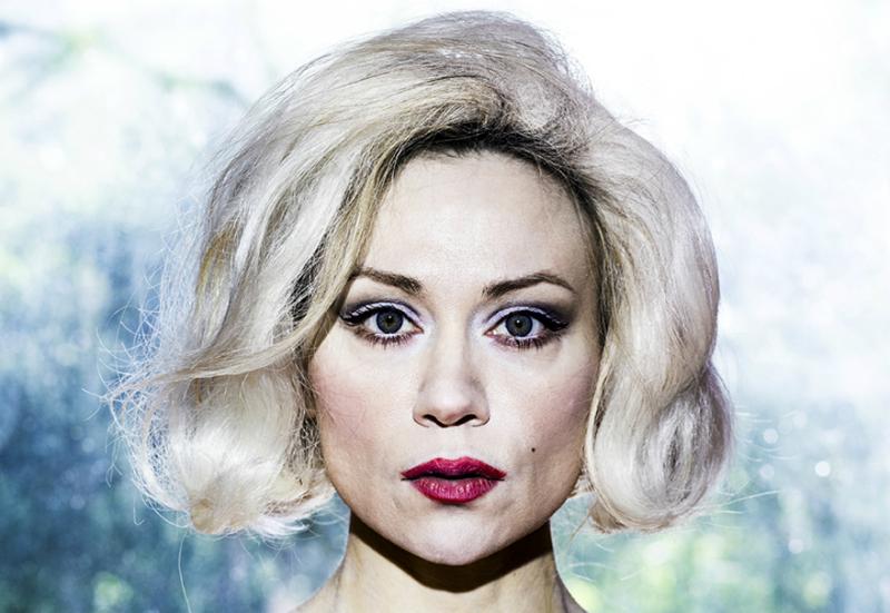 Laulaja Anna Eriksson loi nahkansa esikoiselokuvalla M, jonka hän on ohjannut, käsikirjoittanut, näytellyt ja säveltänyt.