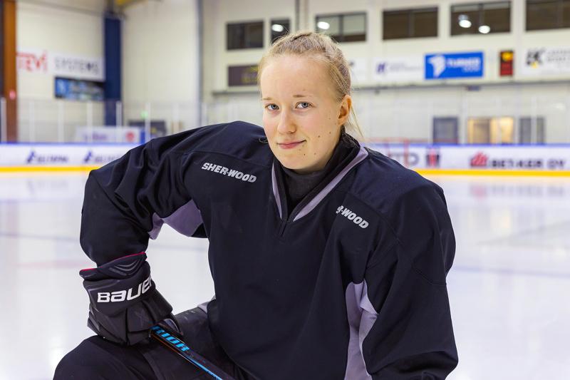 Susanna Järvenpää toivoisi, että alueella tehtäisiin enemmän yhteistyötä naisjääkiekon eteen.