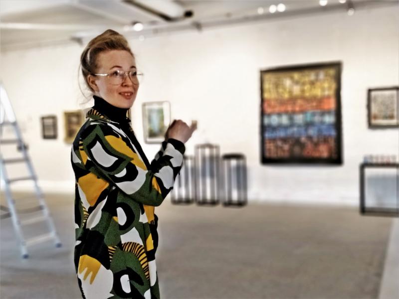 Ensimmäisen oman suuren näyttelyn Pietarsaaressa pitävä Aja Lund aikoo jatkossakin jatkaa taiteellista toimintaa. - Puolet ajasta taiteelle, puolet putiikille.
