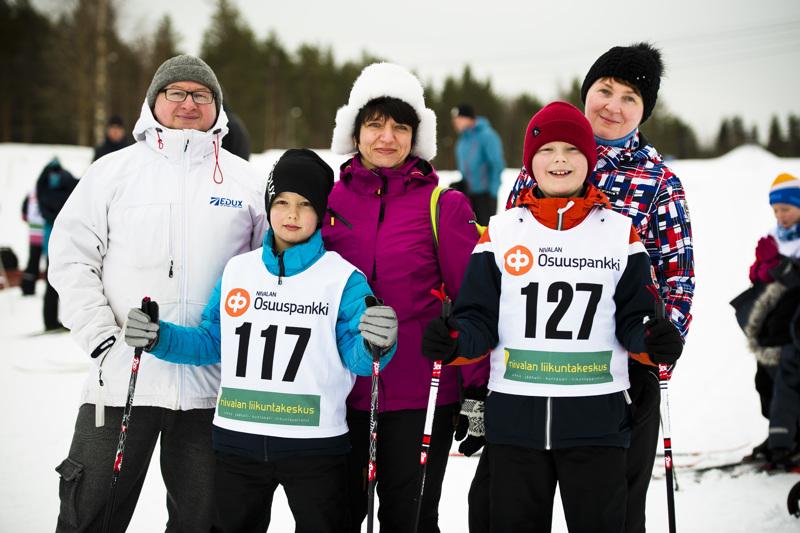 Gennadi Ryda, Olena Mikhailova ja Alena Tapio kannustivat kovasti poikiaan Mihail Rydaa ja Niko Tapiota.