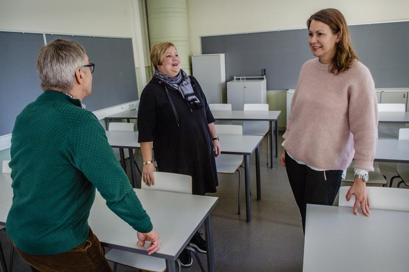 OAJ:n Kokkolan paikallisyhdistyksen pääluottamusmies Timo Rajaniemi, hallituksen jäsen Tiina Hagström ja hallituksen puheenjohtaja Milka Mattila seuraavat tarkasti kunta-alan neuvottelujen edistymistä. Useamman sopimuskauden mittainen palkkaohjelma kuuluu OAJ:nkin tavoitteisiin.