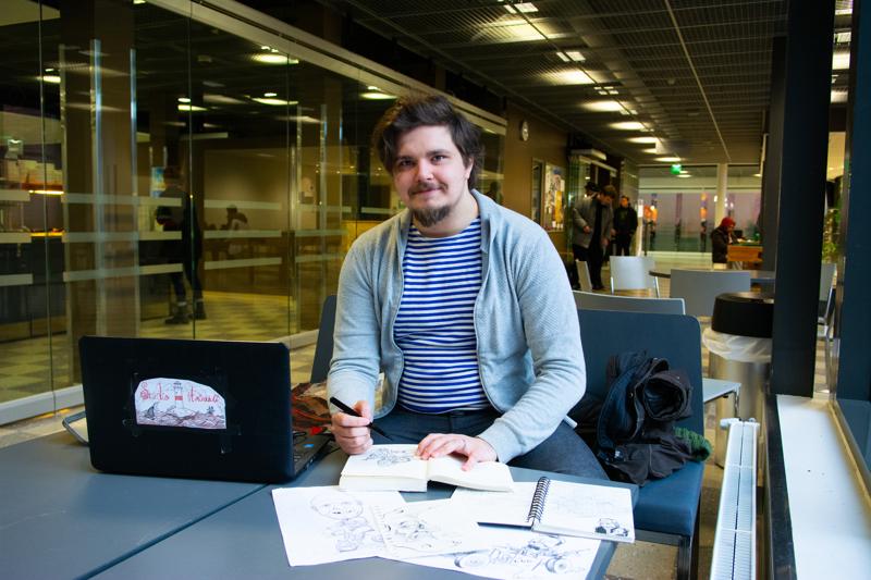 Kokkolalainen Mikko Lassila harrastaa piirtämistä. -Taiteilijalla on aina mukanaan sketsivihko, sillä inspiraatio voi iskeä koska tahansa, hän toteaa.