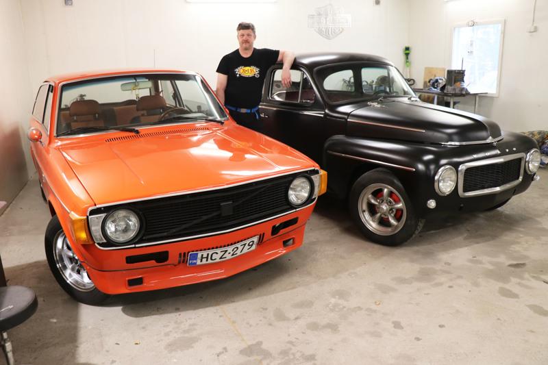 Tällä hetkellä Reijo Nisulalla on tallissaan kaksi vanhaa Volvoa: 142 vuodelta 1973 ja PV 544, joka on vuosimallia 1965.