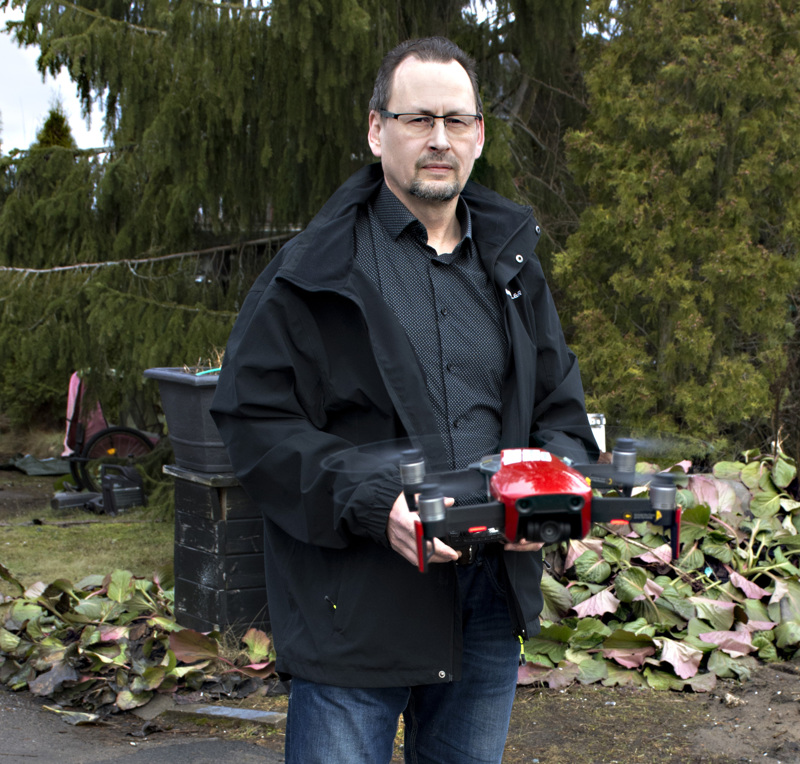 Reijo Karjalainen on vastikään hankkinut uuden, entistä paremman kopterikameran.