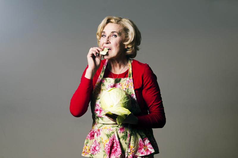 Näyttelijä Eija Vilpas ilahtuu konstailemattomista ruuista, mutta antaa arvon myös herkuttelulle. Tänä keväänä hän näyttelee Helsingin kaupunginteatterissa ravintolamaailmaan sijoittuvassa komediassa Le Coq – Taistelu ravintolasta.