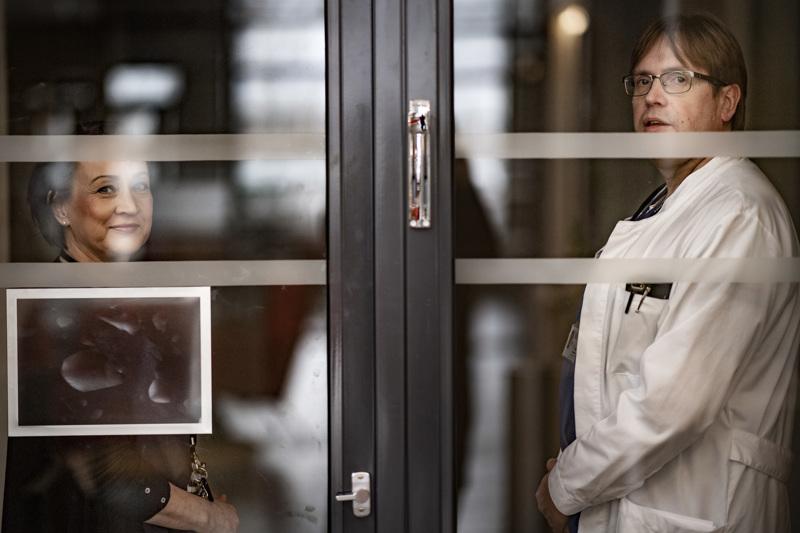 Koronaetulinjassa. Soiten johtajaylilääkäri Pirjo Dabnell ja infektioylilääkäri Marko Rahkonen arvioivat ensimmäisten tautitapausten olevan pian tosiasia Soitessakin.