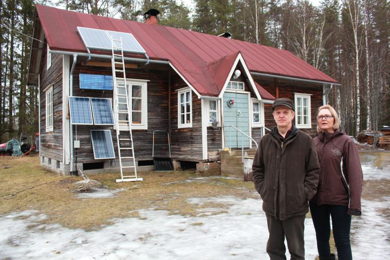 Maisa ja Reijo Pelkosen satavuotias talo seisoo tukevasti ja suorana.-Taloa emme ole yritettäneetkään entisöidä. Olemme kunnostaneet talon omaan käyttöön, sanovat Pelkoset.