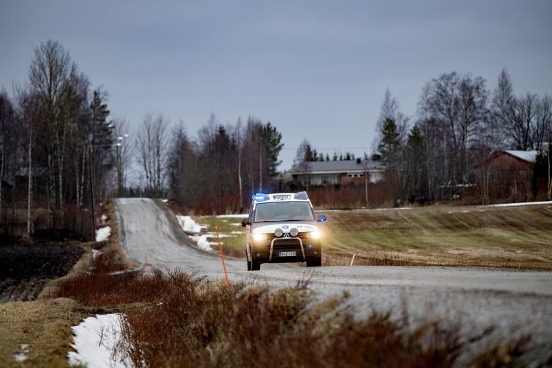 Syvällä maaseudulla poliisin saapuminen tapahtumapaikalle väkisinkin kestää. Kyse on viime kädessä resursseista.