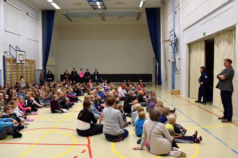 Kirjoittajan mielestä viime valtuustossa esitetyt evästykset kyläkoulupäätökseen johtavat opetuksen laadun heikkenemiseen Mäkirinteen ja Hyttikallion kouluilla. Arkistokuva Hyttikalliolta.