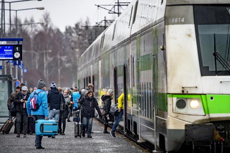 Junaliikenteen matkustajamäärät ovat olleet kovassa kasvussa viime vuosina. Kuva Kokkolan asemalta.