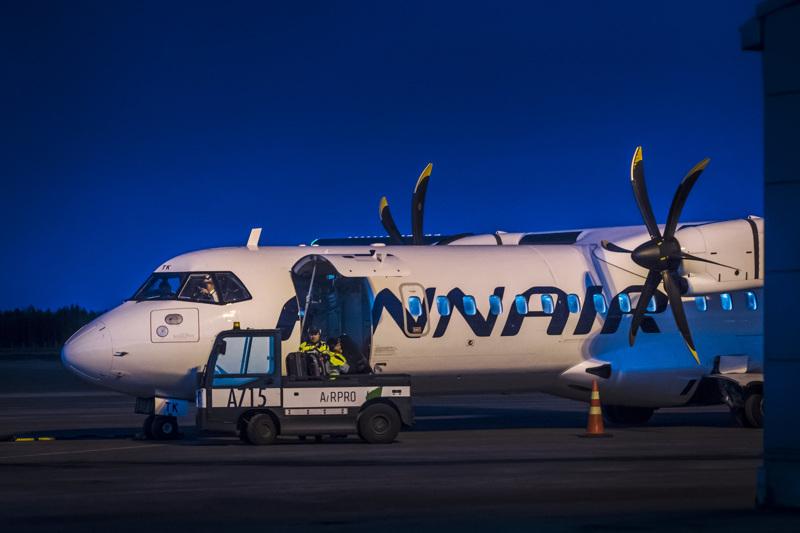 Finnairin reittilento AY631 jäi viimeiseksi, joka vähään aikaan lähtee Kokkola-Pietarsaaren lentoasemalta Helsinkiin. Lento koukkasi matkallaan pääkaupunkiseudulle Kemi-Tornion kautta.