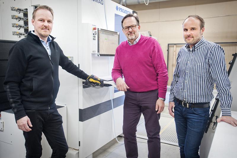 Myyntipäällikkö Timo Göös (vas.), toimitusjohtaja Hannu Göös ja suunnittelupäällikkö Lasse Göös ovat myös Koralli-Tuotteen omistajat.