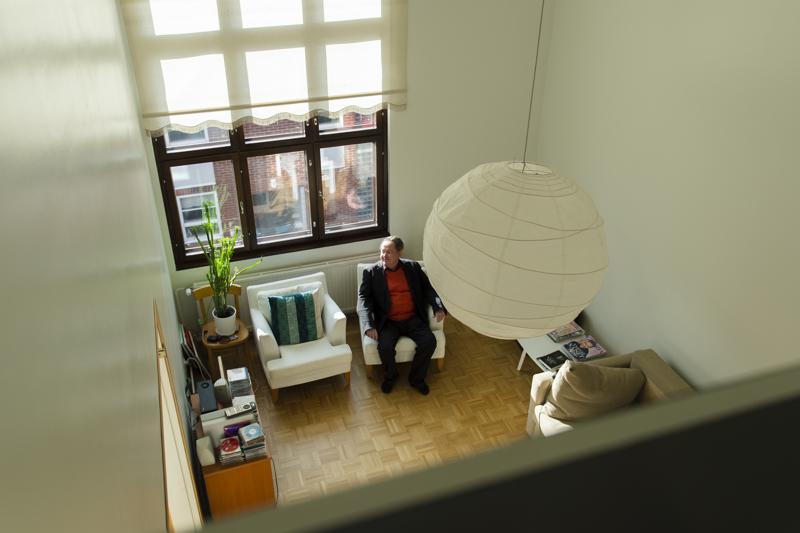 Timo Honkela asuu Helsingin Katajanokalla. Hän osallistuu edelleen aktiivisesti yhteiskunnalliseen keskusteluun.