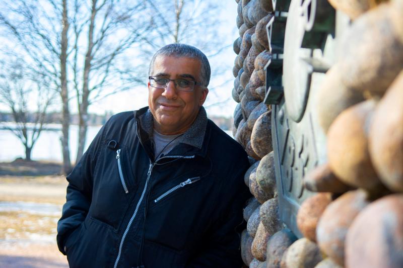 Israelilaislähtöinen Arnon Hubara saapui Suomeen jo 1980-luvulla. - Olen usein ajatellut, että en ole pärjännyt Suomessa viranomaisten avulla vaan heistä huolimatta. Maailma oli tuolloin 80-luvulla niin erilainen, hän kertoo.