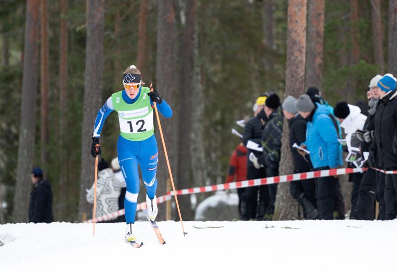 Loppiaisen maakuntaviestissä Pyssymäellä Tuuli Järviluoma hiihti miesten osuudella.