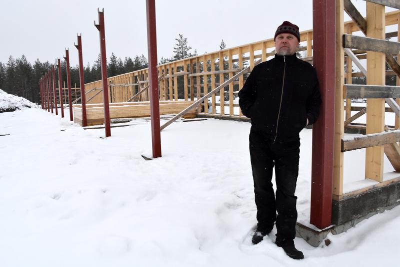 Korkatin ampurataa on jo kunnostettu aiemmissa hankkeissa eri yhdistysten toimesta. Haapaveden Reserviläisten puheenjohtaja Jari Laukka esitteli rakenteilla olevaa ampumakatosta tammikuussa.