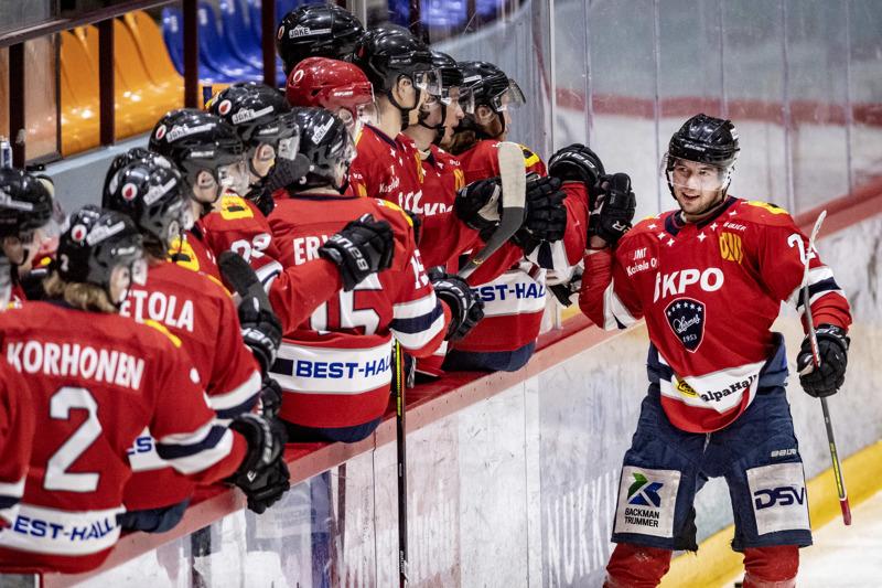 Urheilujohtaja Pasi Tuukkanen ennakoi, että huhti-toukokuussa tiedetään, millaisia nimiä Hermeksen pelipaitojen selkämyksessä lukee ensi kaudella.