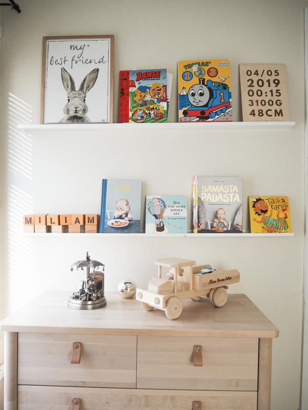 Lastenhuoneessa kirjat ovat kuin koristeita.