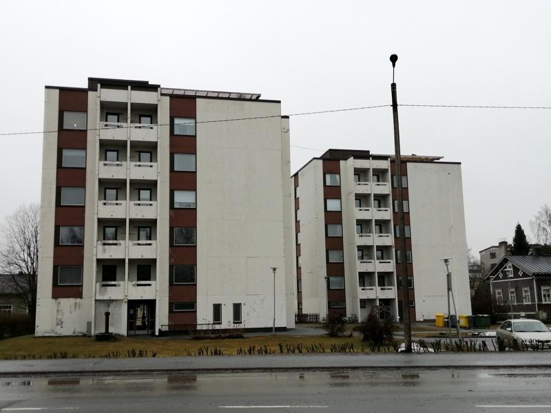 Jaakon Lähde -kerrostalot Pohjoisnummen kaupunginosan laidalla.