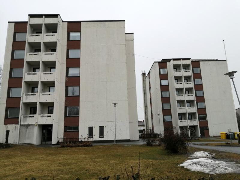 Jaakon lähde -talot ovat senioritaloja. Valtaosa asukkaista on yli 60-vuotiaita, mutta taloissa asuu myös muita kuin vanhuuseläkeläisiä.