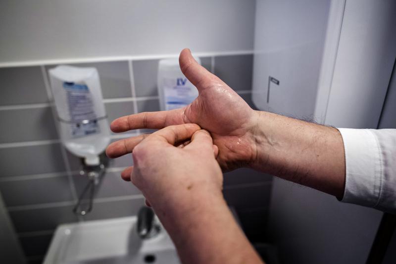 Hyvästä käsihygieniasta huolehtiminen on nyt ensiarvoisen tärkeää.