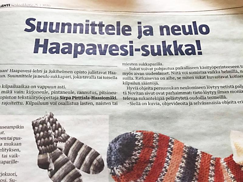 Paperilehdessä kerrottiin, että netistä löytyy paljon hyviä ohjeita persussukan kutomiseen, mutta tarkoituksena on kuitenkin neuloa jalkaan laitettavia perussukkia.