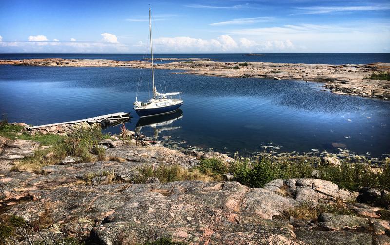 Tänä keväänä ja kesänä veneilyä rajoittavat sekä liikkumista ja sosiaalisia kontakteja koskevat suositukset että rajanylityksiä koskevat kiellot. Rajavartiolaitoksen mukaan parempi olisi pysyä maissa kokonaan.