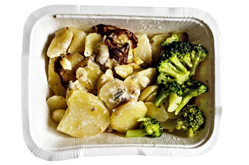 Nivalan etäkoululaisille on tarjolla lämmitettävä ateria pakkauksessa omalta koululta, jos halukkuutta on riittävästi.
