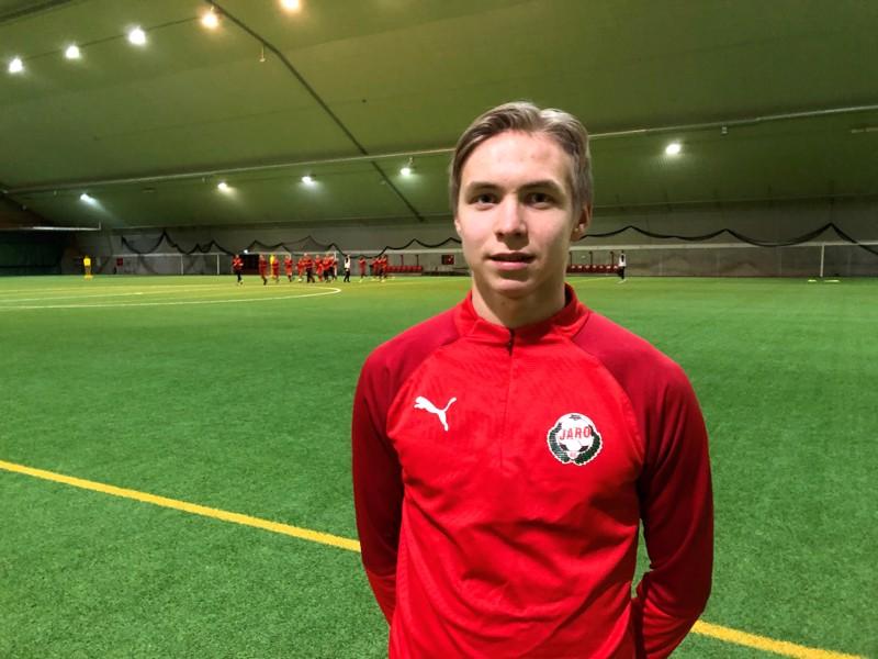 Jaro on valinnut Axel Vidjeskogin toiseksi pelaajakseen virtuaaliseen derbyyn. KPV:n ensimmäinen pelaaja julkaistaan viikonloppuna.