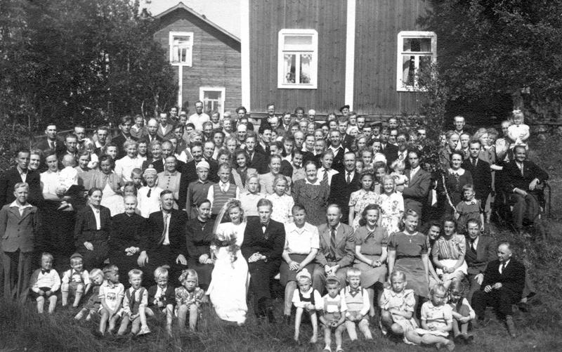 Häävieraat. Eila Ranta-Ojalan ja Veikko Lamun häitä vietettiin vuonna 1947.