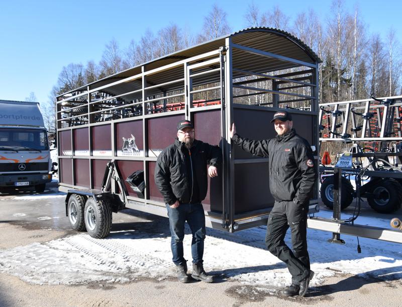 -Karjavaunun suunnittelussa otettiin huomioon helppokäyttöisyys ja turvallisuus, kertovat tuotantopäällikkö Tuomo Heikkilä ja toimitusjohtaja Vesa Koskela ParKoneesta.