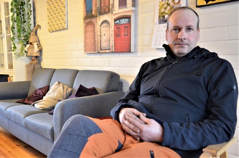 Mielikin toiminnanohjaaja Mika Vääräkoski kertoo, että talon sulkemiseen johtaneet viranomaismääräykset yllättivät sekä henkilöstön että kävijät. Nyt  Vääräkoski on palvellut ihmisiä puhelimitse.