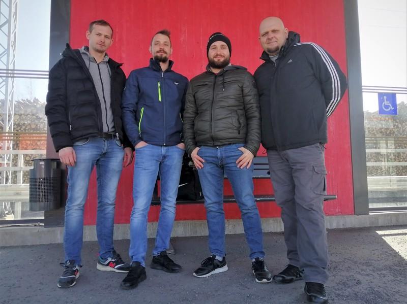 Damian Niezwinski, Grzegorz Tedrusinski, Grzegorz Brzeminski ja Marcin Sobkowicz olivat helpottuneita kuullessaan, että pääsisivät ongelmitta Tikkurilaan.