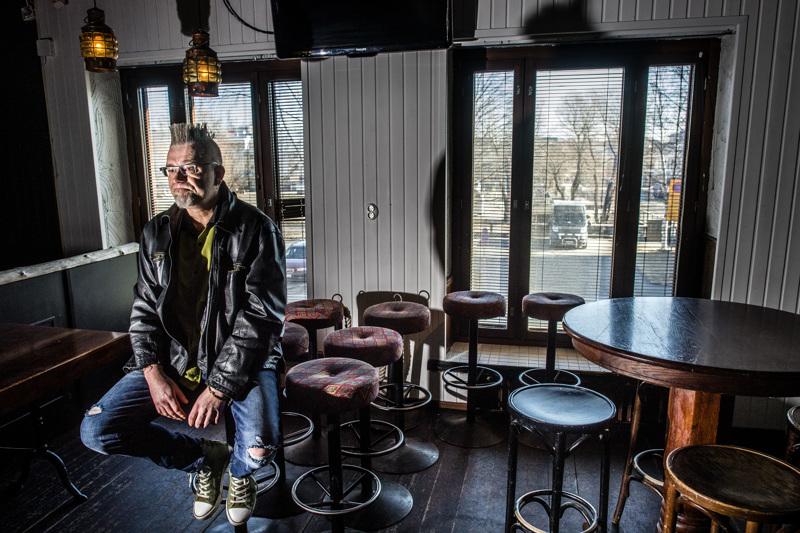 Kokemus ry:n puheenjohtaja Mika Hietanen. Kokkolan Seurahuoneella olisi järjestetty vajaan kahden viikon kuluttua Pääsiäisjamit-bänditapahtuma. Koronan myötä kaikki kaatui.