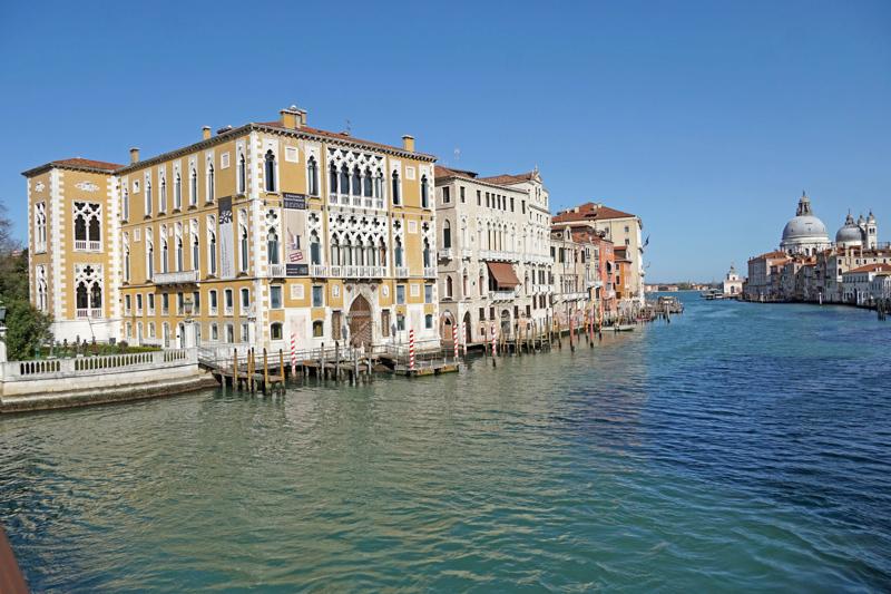 Suomalaistenkin suosima Italian matkakohde Venetsia on tyhjillään. Vielä ei tiedetä, milloin matkat alkaisivat uudelleen.