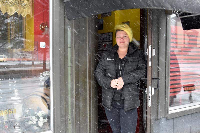 Ovet kiinni toukokuun loppuun. Riia Määttänen-Ojatalo uskoo, että asiakkaat löytävät koronakriisin jälkeen jälleen MenoMonoon.