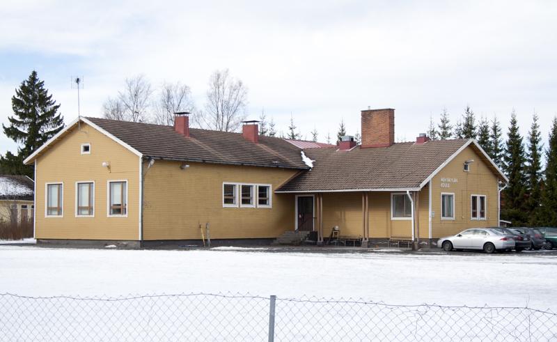 Mehtäkylän koulu on yksi myyntiin tulevista koulukiinteistöistä.