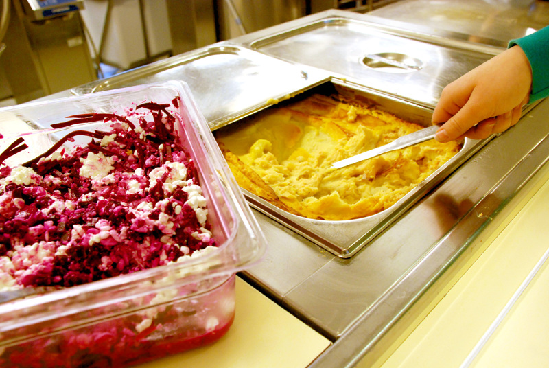 Ruokaa jaetaan näillä näkymin noin 450 oppilaalle.