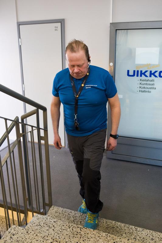 Portaat ovat oiva harjoitusväline. Jo yksi porras riittää, kun nousee ensin kummallakin jalalla portaalle ja sen jälkeen laskeutuu takaisin.