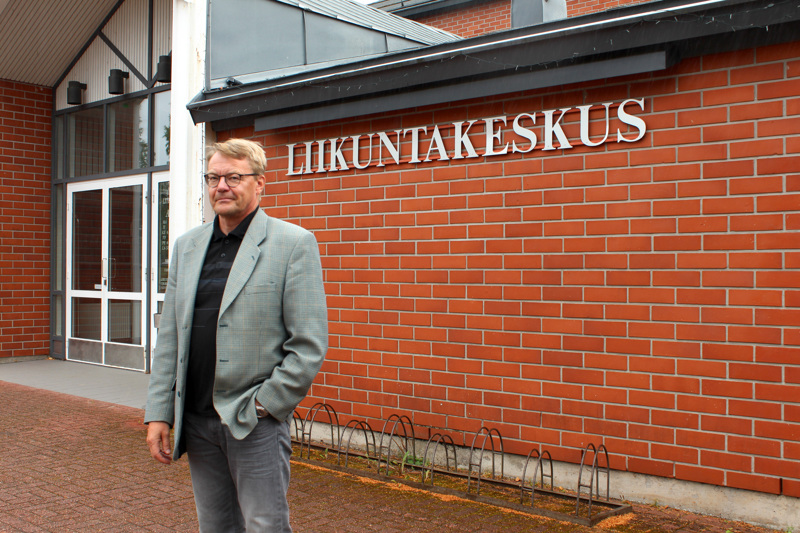 Vetelin kunta aloittaa yt-neuvottelut henkilöstönsä lomauttamiseksi, kertoo kunnanjohtaja Hannu Jyrkkä. Poikkeustilan takia kunta on joutunut supistamaan palveluitaan. Muun muassa liikuntakeskus on suljettu.