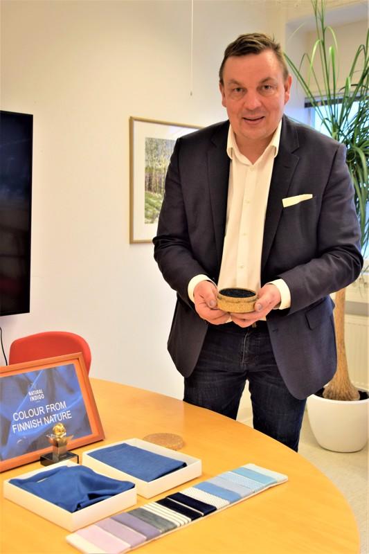 Pasi ja Ritva Ainasojan yritys Natural Indigo Finland Oy sai Nivalan kaupungin myöntämä vuoden 2019 yrittäjäpalkinnon.
