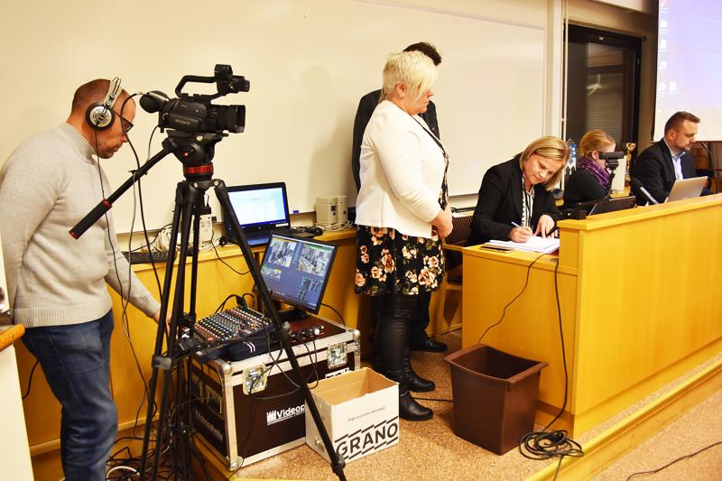Moni kaupunki ja kunta videoi valtuuston kokoukset. Haapavedellä ensimmäiset suorat lähetykset tehtiin 2018.
