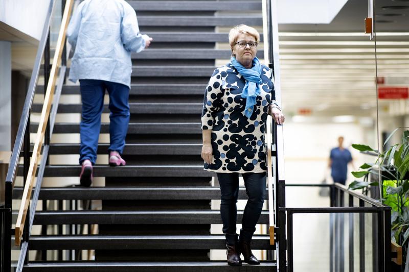 Soiten toimitusjohtaja Minna Korkiakoski-Västi. Soitessa jouduttiin keskiviikkona miettimään sosiaali- ja terveysministeriön uudistuneita ohjeita, joiden mukaan kotihoidossa on käytettävä koronavirusepidemian aikana hengityssuojainta.