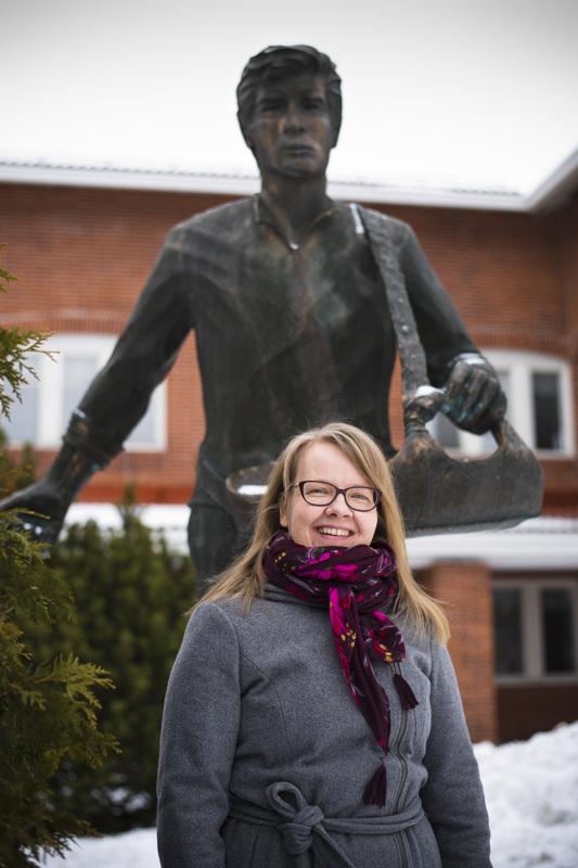 Kylväjien puolella. Mervi Vähäsöyringin työura alkoi Nivalan maataloustoimistosta, johon hän on palannut pitkän tauon jälkeen.