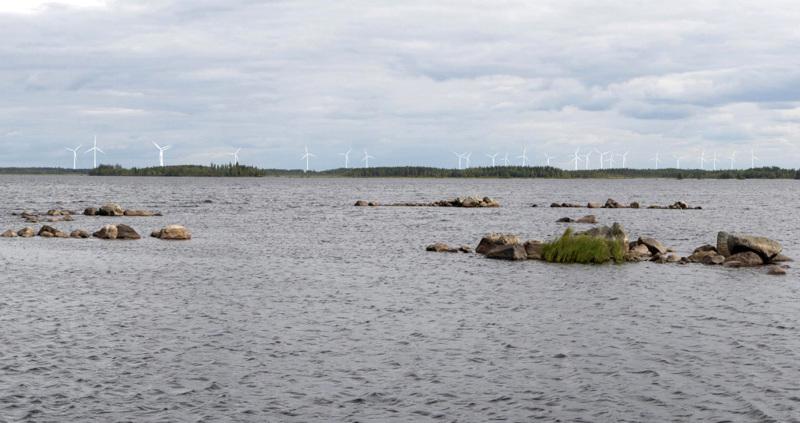 Havainnekuvassa näkymä Venetjoen tekojärveltä vaihtoehdossa 1 (VE1). Etäisyyttä lähimpään voimalaan on noin 10,5 km. Kuvaussuunta etelään.