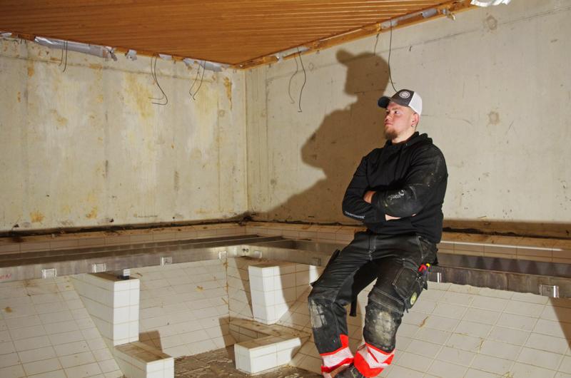 Uinninopettaja Juhani Niirola on muuttunut rakennusmieheksi.