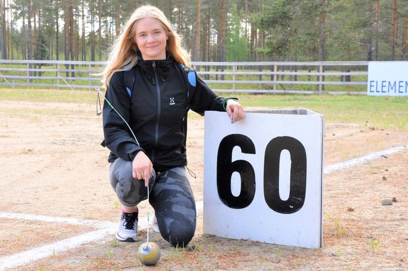 Julia Kivinen tavoittelee tulevalla kaudella 62-63 metrin ennätysheittoja.