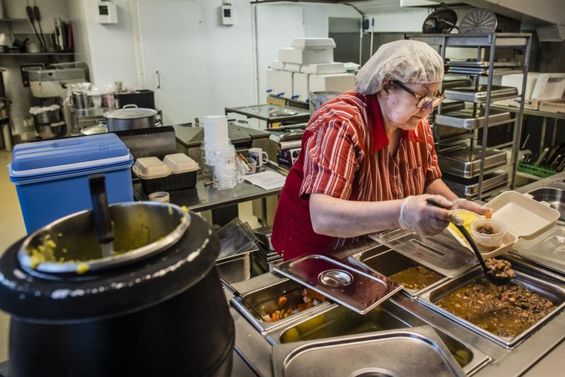 Herkkuhetki Kentalassa Tehtaankadulla kotiruokaa valmistaa Orvokki Kentala. Kokkolalainen pitkän linjan lounasravintola ottaa ruokatilaukset vastaan perinteisesti puhelimen välityksellä.
